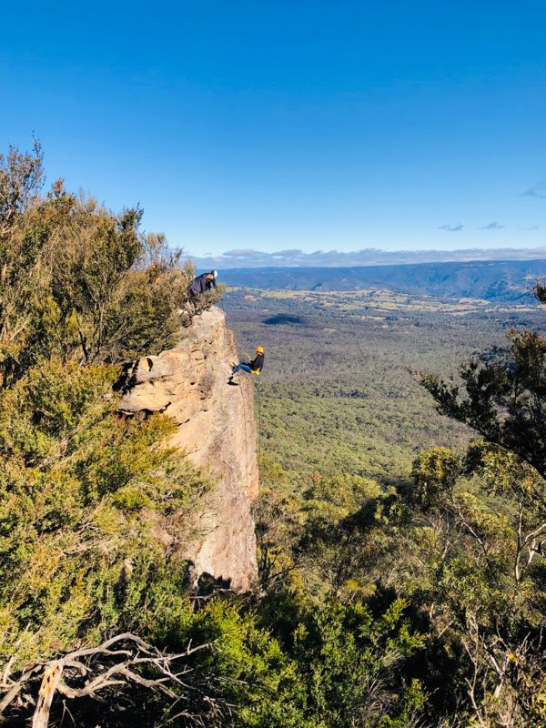 blue mountains abseiling adventure with high and wild katoomba, boar's head 30m cliff