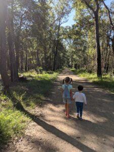 marges and elizabeth's lookout glenbrook bushwalk two little kids holding hands