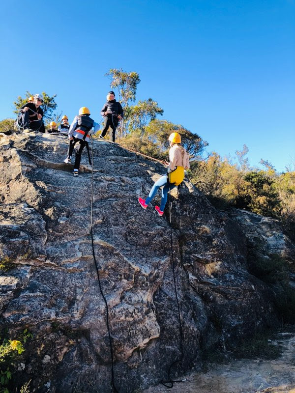 blue mountains abseiling adventure with high and wild katoomba