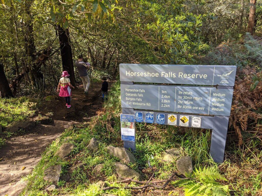 Horseshoe Falls Reserve, walking track entrance, bushwalks for kids in the Blue Mountains