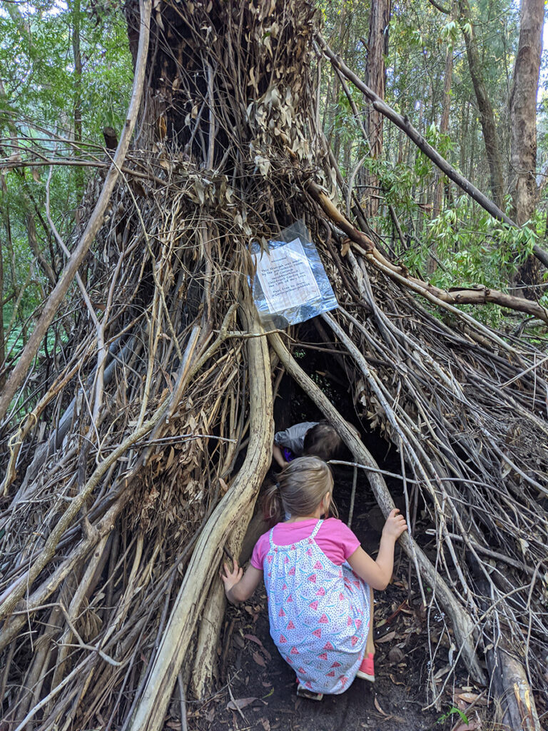 children have fun making a bush den or cubby house at bush playgroup in the Blue Mountains