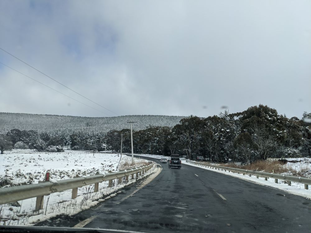blue mountains snow, road safety