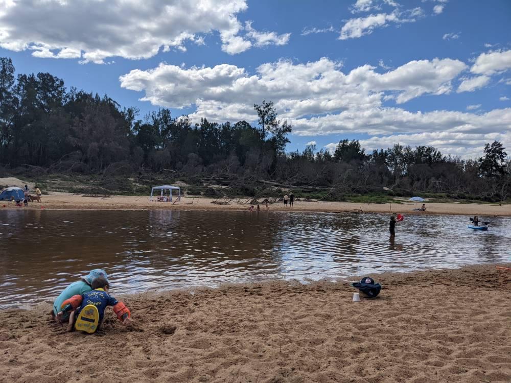 yarramundi reserve blue mountains kids playing on the beach