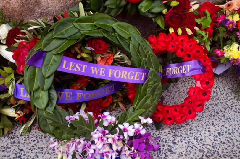 ANZAC Day Blue Mountains lay a wreath