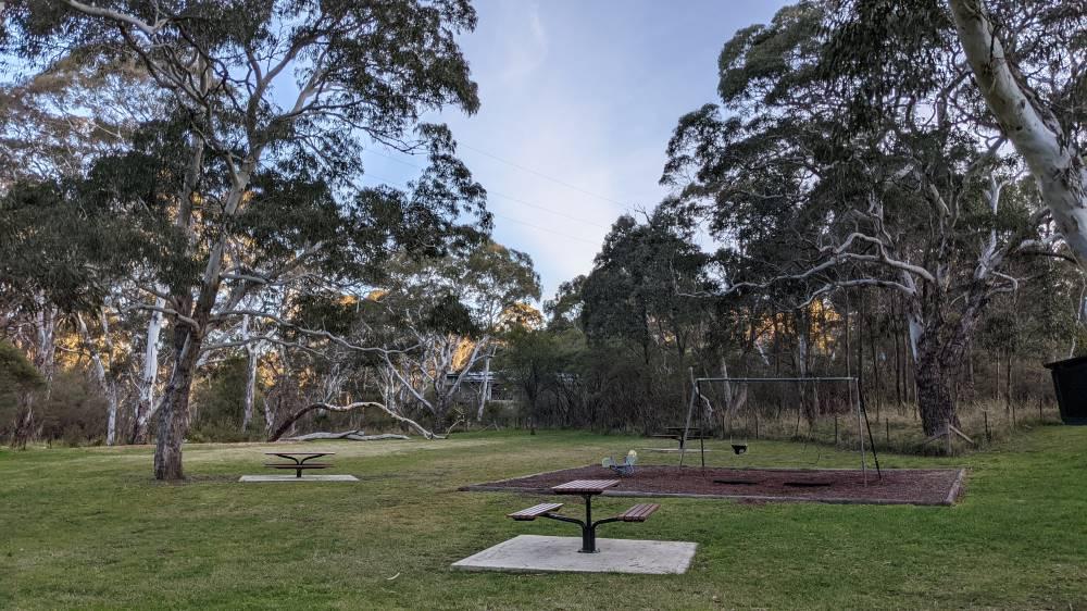 Minnehaha Falls Creek Katoomba bushwalk picnic tables